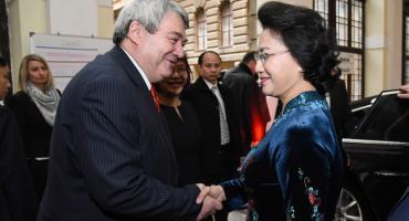 Paní Nguyen Thi Kim Ngan, předsedkyně vietnamského parlamentu při setkání s Vojtěchem Filipem, předsedou ÚV KSČM